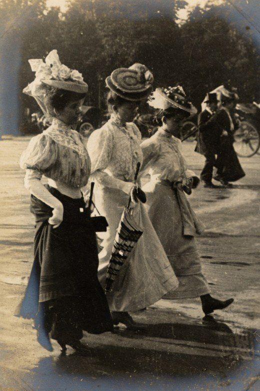 Femeile mergand, circa 1902-1905