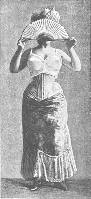 femeie cu sutien peste corset